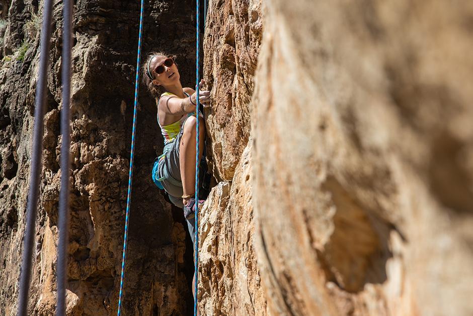 woman climbing at jacks canyon
